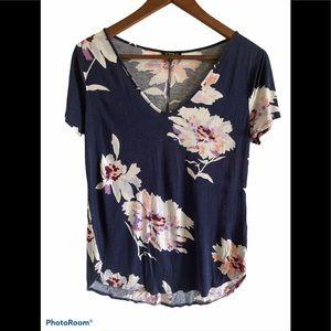 3/$30 Dynamite short sleeve flowered v-neck top